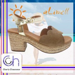 On aime l'été !! Pourquoi ? Parce que nos petits pieds peuvent respirer 🤣🤣  Toute notre sélection de chaussures pour que vos pieds respirent, à retrouver en boutique et sur https://www.charlychaussures.com/  #été #respirer #chaleur #pieds