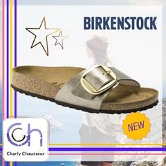 Fou !!! 😜  Oui c'est fou, toute une nouvelle collection de la marque Birkenstock à retrouver en boutique chez Charly, modèles pour femmes, pour hommes, plusieurs coloris vous attendent en boutique.   Pour un été au top du confort  #été #confort #birkenstock